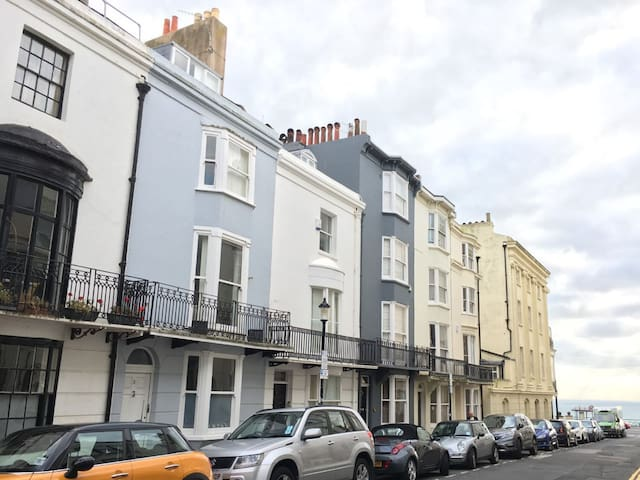 Two double bedrooms in a house shared with host - Brighton - House
