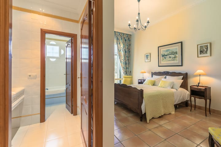 3 Rooms in Andalusian Hacienda-Bed&Breakfast