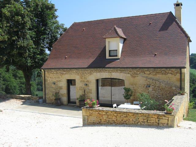 Chambre dans  maison Périgourdine proche de Sarlat