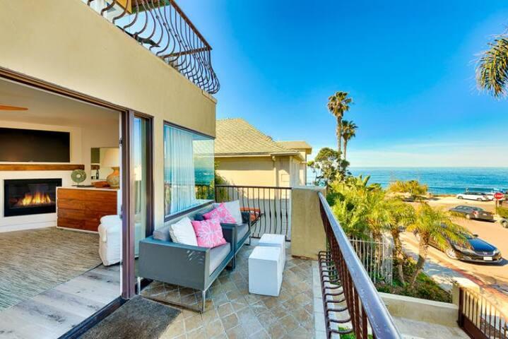 Modern & Luxurious Condo on the Beach + Amenities!