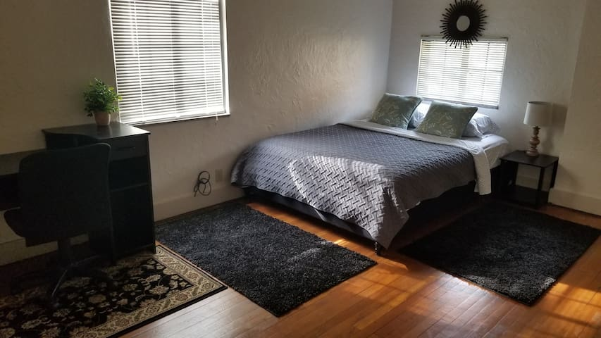 #4 room on Grandview PITT