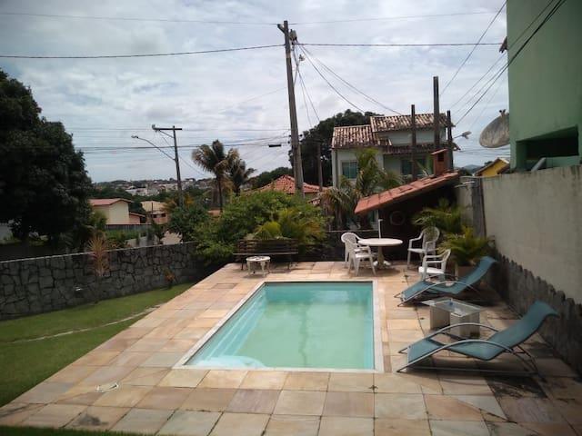 Belíssima propriedade com piscina e área de lazer.