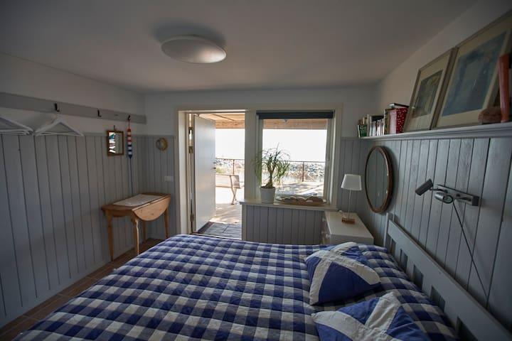 Master bedroom. Separate entrance.