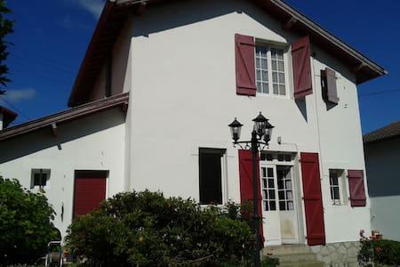 Belle chambre maison Bayonne, proche centre ville - Bayonne - Townhouse