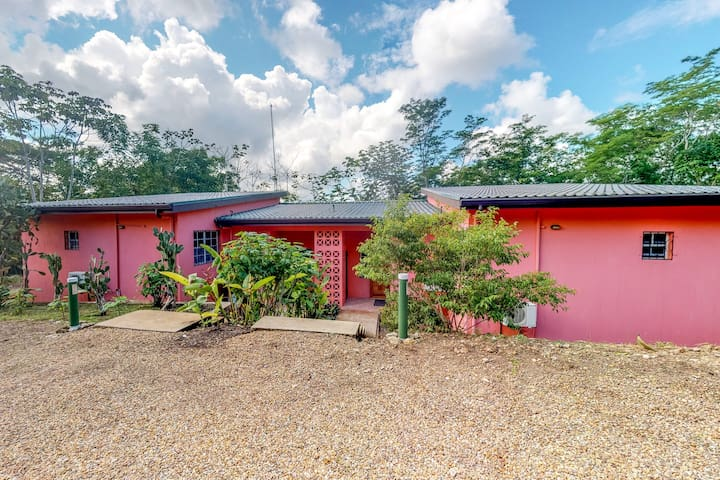 Two family-friendly apartments in nature with veranda, garden & picnic table!
