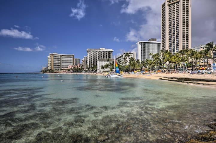 NEW! Walkable Waikiki Studio Near Beach & Golfing!