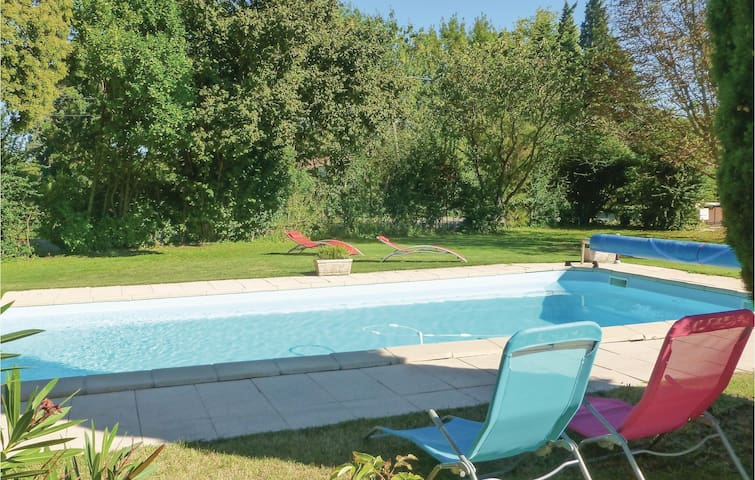 Semi-Detached with 1 bedroom on 40 m² in Saint Remy de Provence