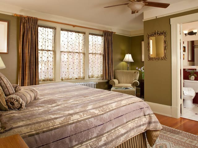Primrose Room-King-Ensuite