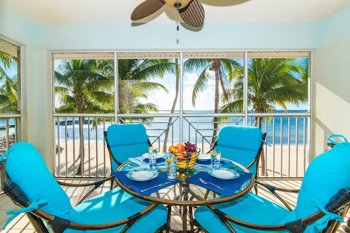 Kaibo Dreams: Beachfront Paradise w/Shared Pool & Hot Tub; Walk to Restaurants & Starfish Point