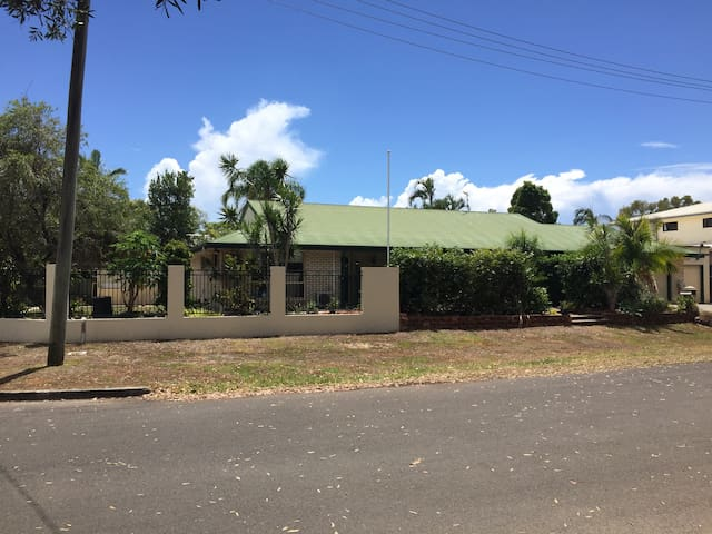 Private home with awesome extras - Mudjimba