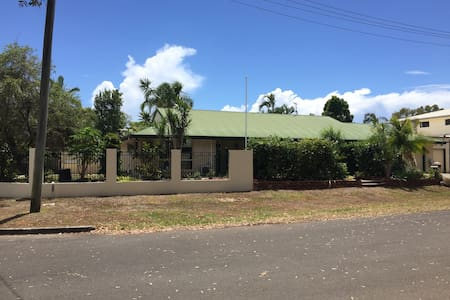 Private and Spacious Mudjimba Home - Mudjimba - Casa