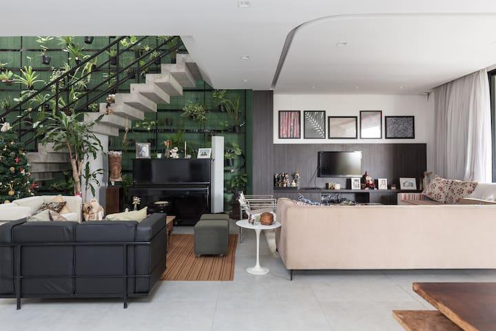 Casa ampla e moderna para filmagens - Porto Alegre - House