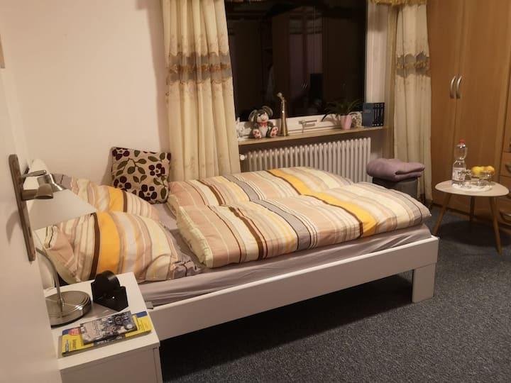 Ruhiges Zimmer zum Entspannen, Familienanschluss