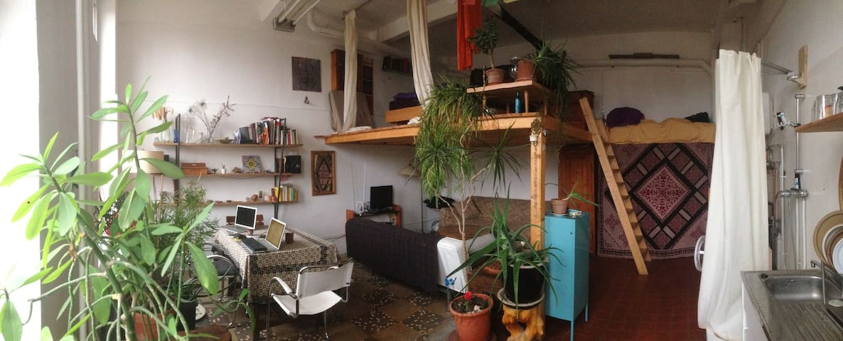 Warm room/studio in Weißensee - Berlín - Loft
