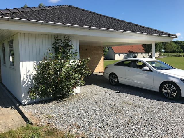 6 beds, app. 15 min. drive to Grenå or Ebeltoft.