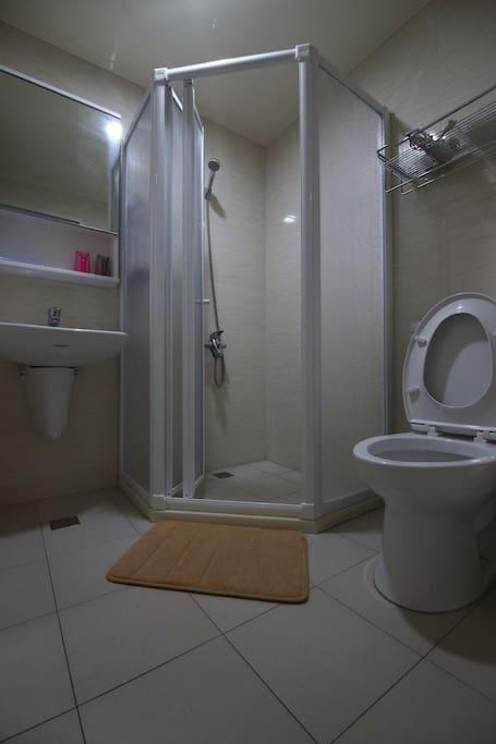 3-C雙人房乾淨舒適且乾濕分離的獨立衛浴設備