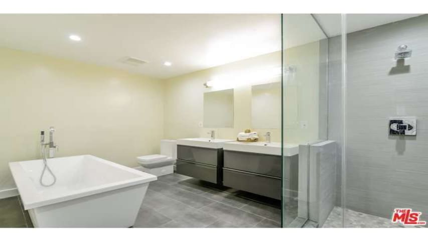 3 rooms (2bed 1den) Walk to Universal Hollywood - Los Angeles