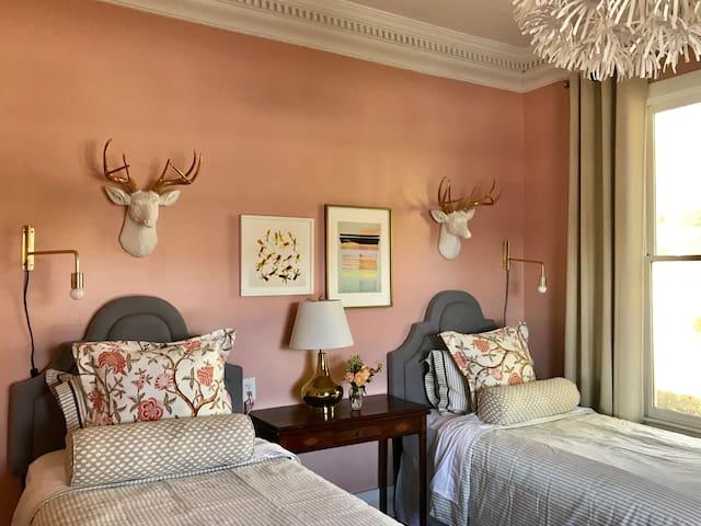 Cheery Cabbagetown Room