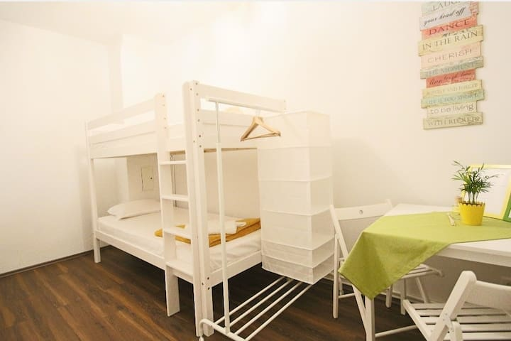 Cosy Green Bunk Bed Room near City Center