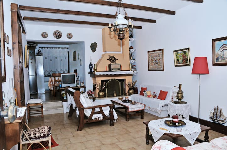 Traditional maisonette in Kala Nera - Kala Nera - House