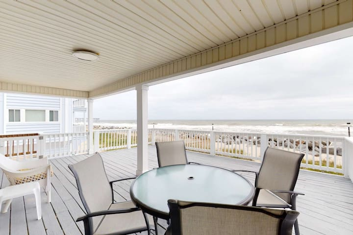 Oceanfront Cottage, Large Deck Overlooking Beach, Pet Friendly, North End Carolina Beach