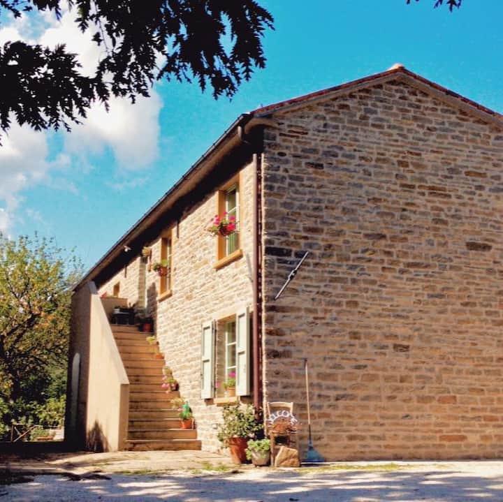 Casa Verde, stone farmhouse on the Marche's hills