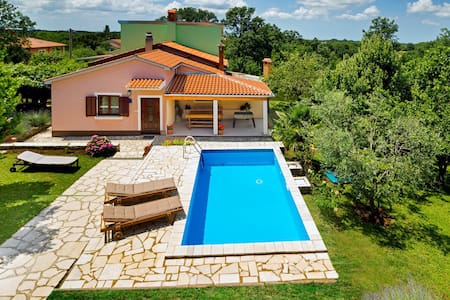 Holiday home Ecio, surrounded by nature, fenced