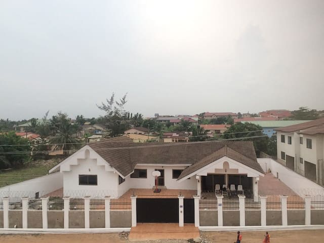 3 private rooms for rent in bungalow Dome, Accra