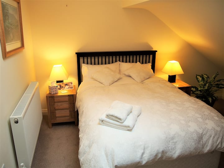 Ensuite Room near Yorkshire Dales with breakfast.