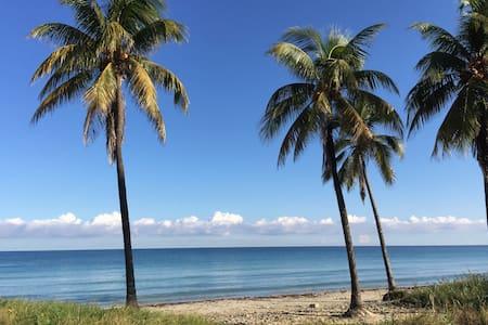 B&B Guanabo, Playa Guanabo, Havana, Jazz Room! - Havana - Bed & Breakfast