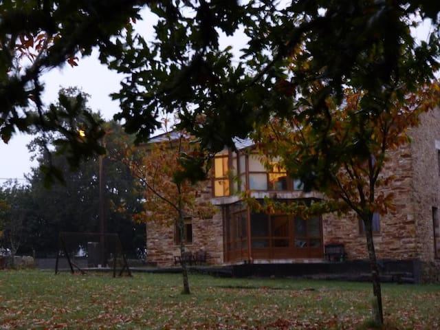 Casa restaurada de ambiente moderno. - Xermade