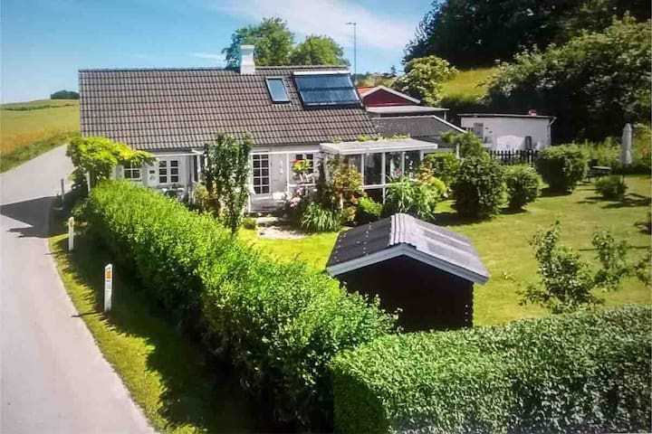 Lille, charmerende landhus på Møn.