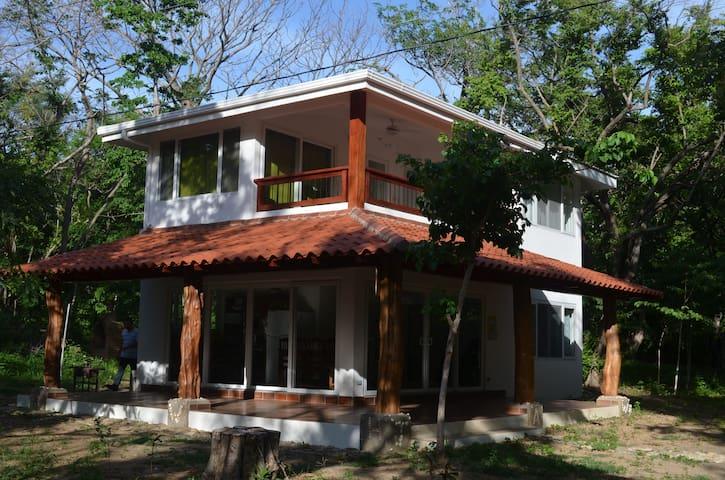 Playa el Coco, Casa Tora de 3 Habitaciones - Playa El Coco - Hus