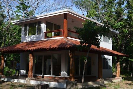 Playa el Coco, Casa Tora de 3 Habitaciones - Playa El Coco - Haus