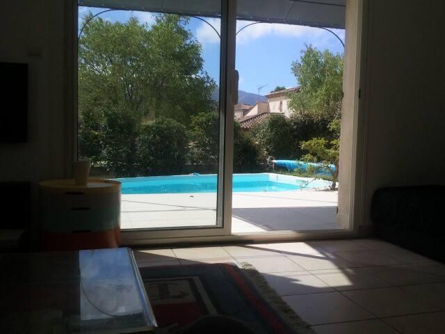 Marseille  maison  piscine, calme, mer et collines