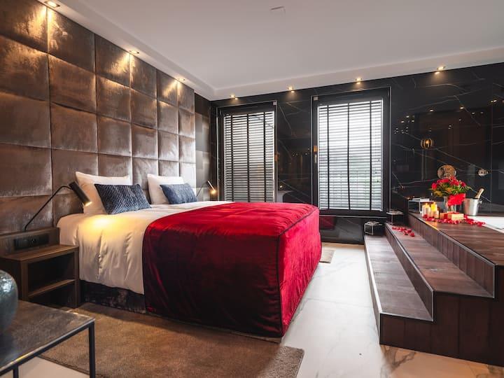 ⭐⭐⭐⭐  Art Penthouse w. jacuzzi • Aparthotel