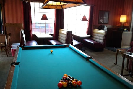 Studio C Speakeasy is a place to stay and play! - Wichita
