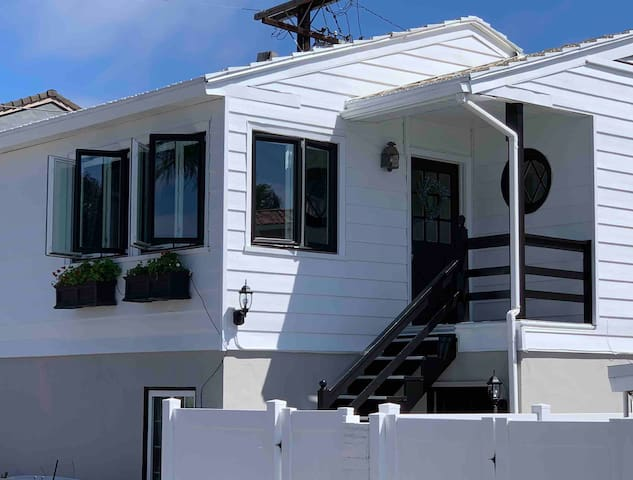 Balboa Island Cottage Sleeps 5 - 4 PADDLE BOARDS