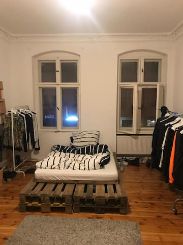 Large room in premium Berlin Mitte flat