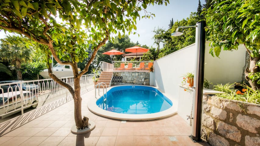 Nina-Superior double room with balcony&shared pool