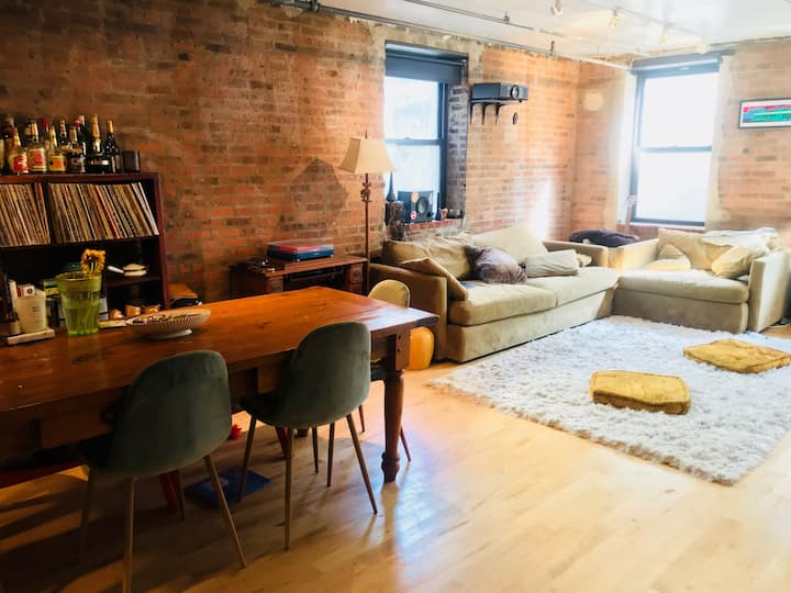 Entire Place, Open Brick loft in Williamsburg 2BR