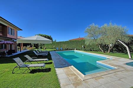 Villino Loro, sleeps 11 guests in Loro Ciuffenna - Terranuova Bracciolini - Villa