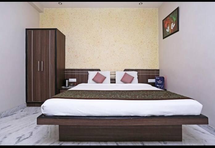 Cheap and Best hotel near Taj mahal west gate