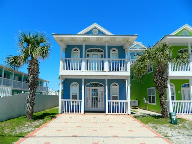 ST 1- Pet friendly, convenient beach access, walking distance to Pier Park