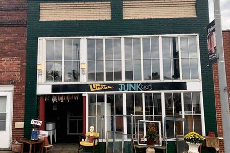 Shop & Stay @ InnJunKtion: Cozy, fun & vintage!