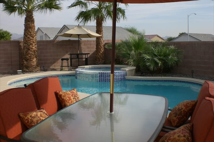 Oasis Private Home, 3 Bedroom,  Pool & Hot Tub