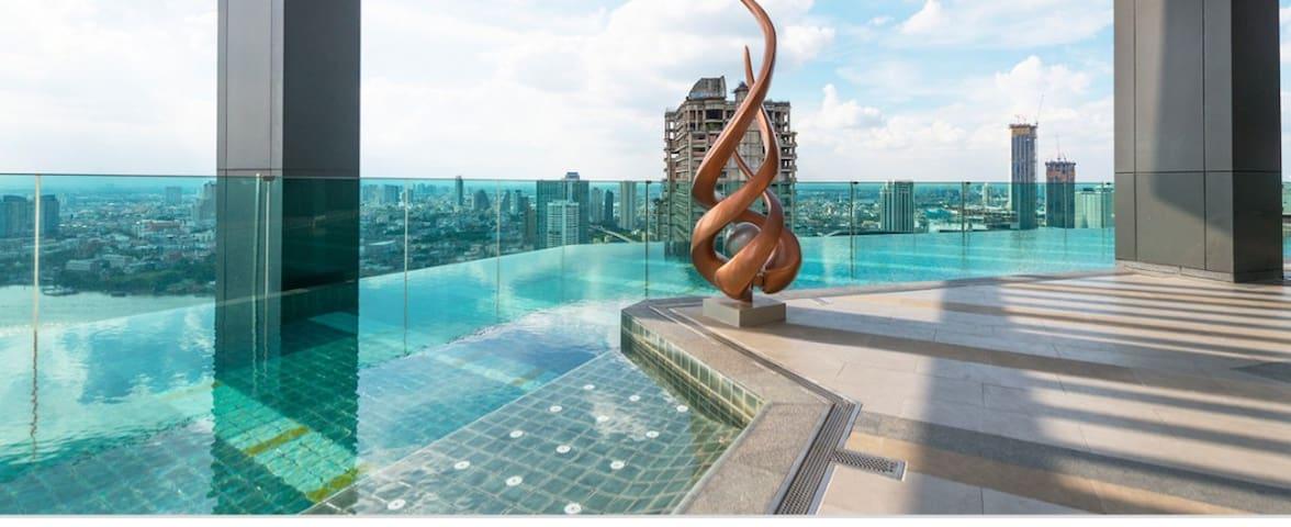 Modern Luxurious Condominium (Private Room)