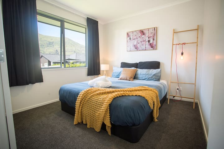 Peacefful Room In Warm House,Shotover Country