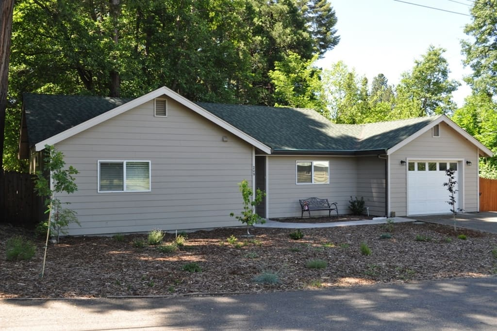 The cedars mount shasta ca houses for rent in mount for Mount shasta cabins for rent