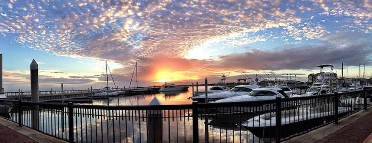 Downtown Pensacola 50' Yacht, 1.5 BR w/Deck